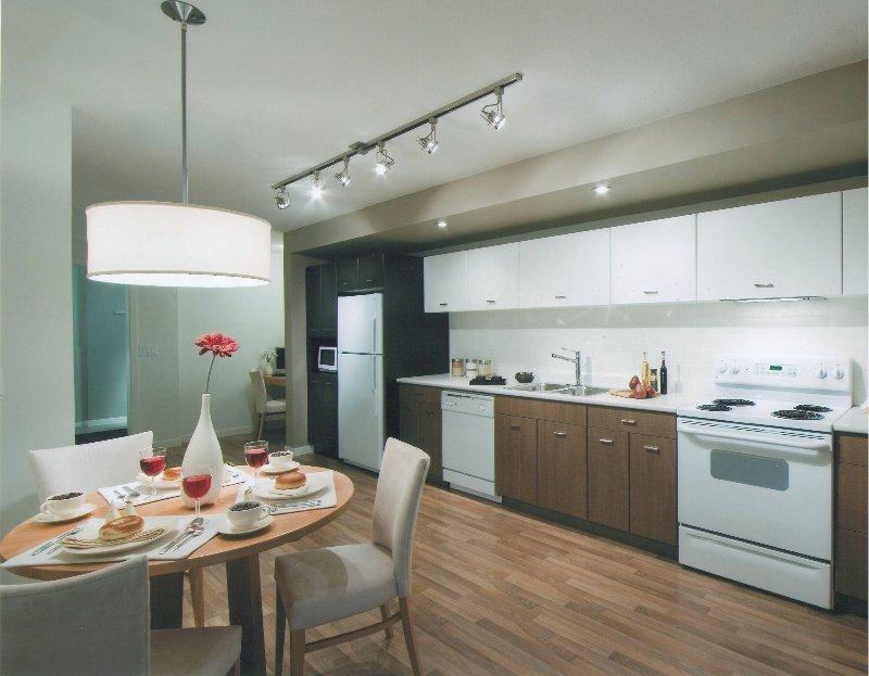Main Photo: 539 Yates Road in Kelowna: North Glenmore Apartment Unit for sale : MLS®# 9180574