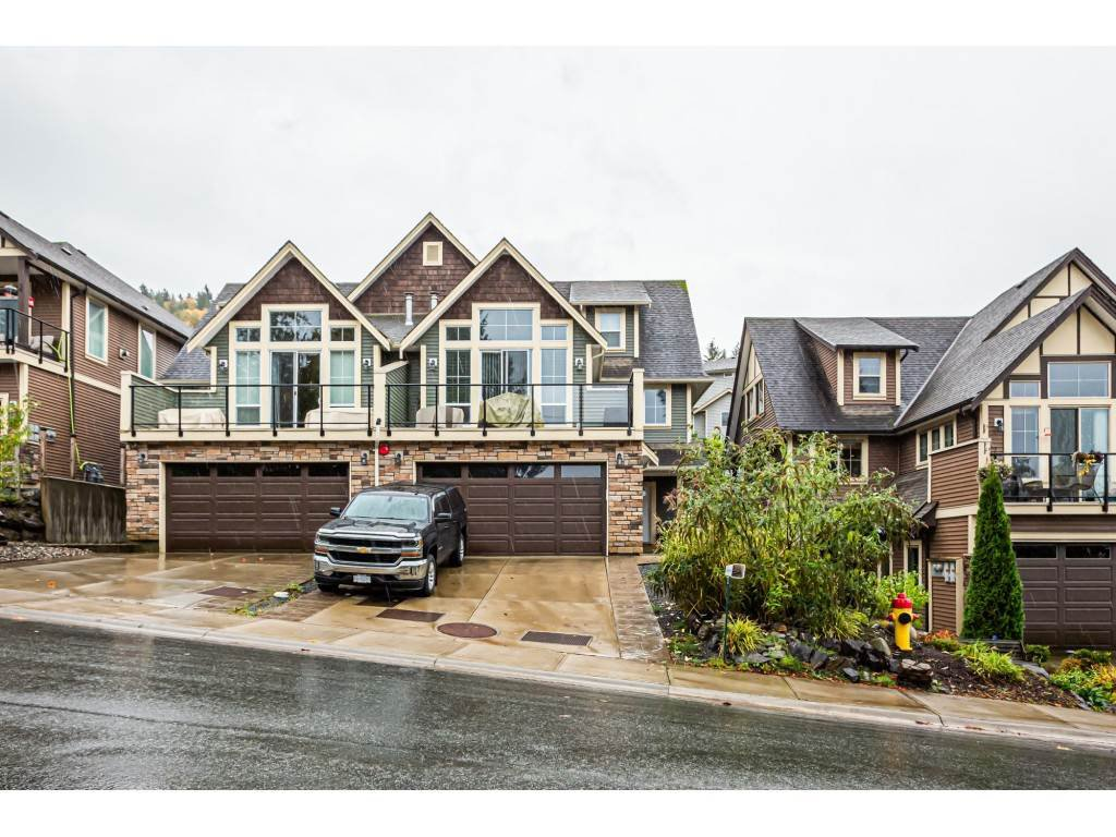 Main Photo: A 46938 RUSSELL Road in Chilliwack: Promontory House 1/2 Duplex for sale (Sardis)  : MLS®# R2433440