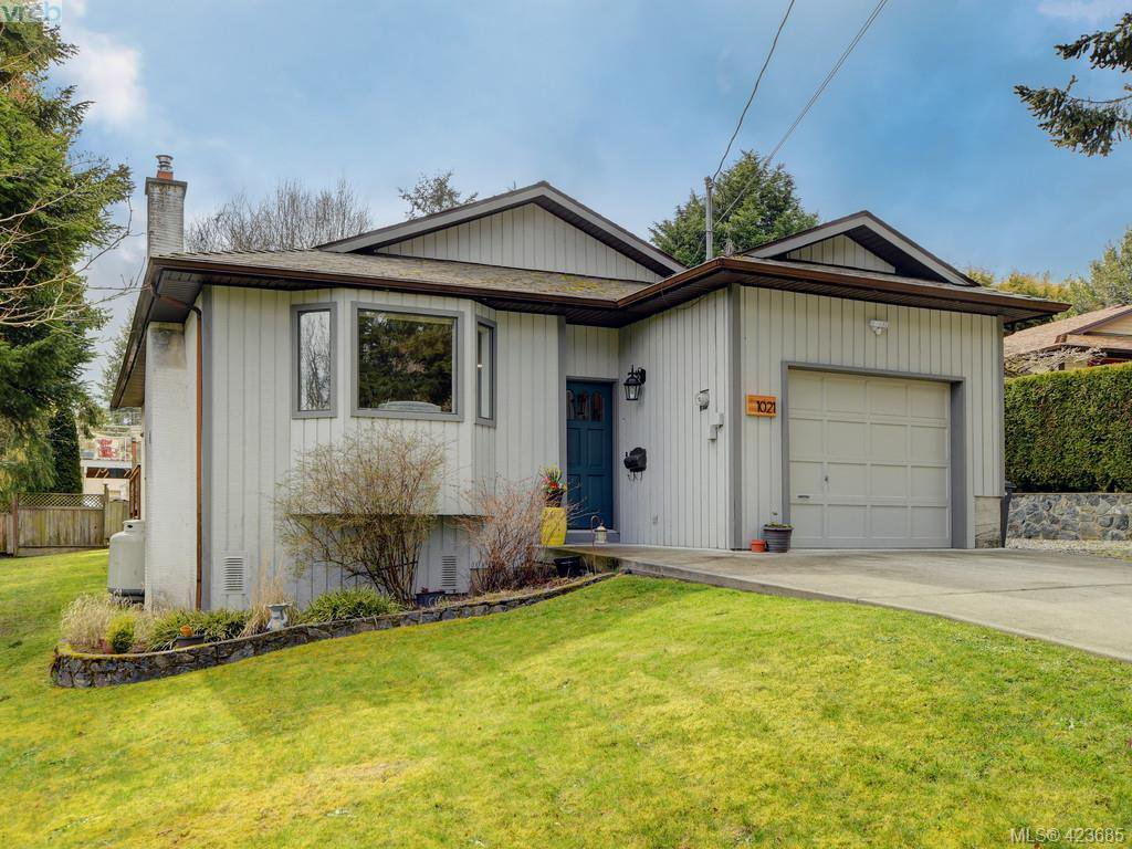 Main Photo: 1021 Gardenia Court in VICTORIA: SW Strawberry Vale Single Family Detached for sale (Saanich West)  : MLS®# 423685
