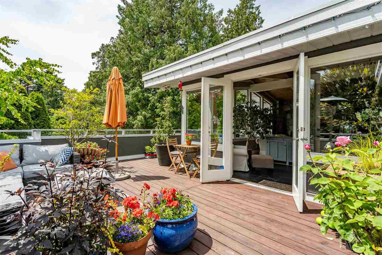 """Main Photo: 980 PACIFIC Drive in Delta: English Bluff House for sale in """"THE VILLAGE"""" (Tsawwassen)  : MLS®# R2462266"""