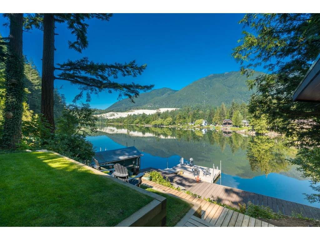 Main Photo: 44168 BAYVIEW Road in Mission: Lake Errock House for sale : MLS®# R2437276