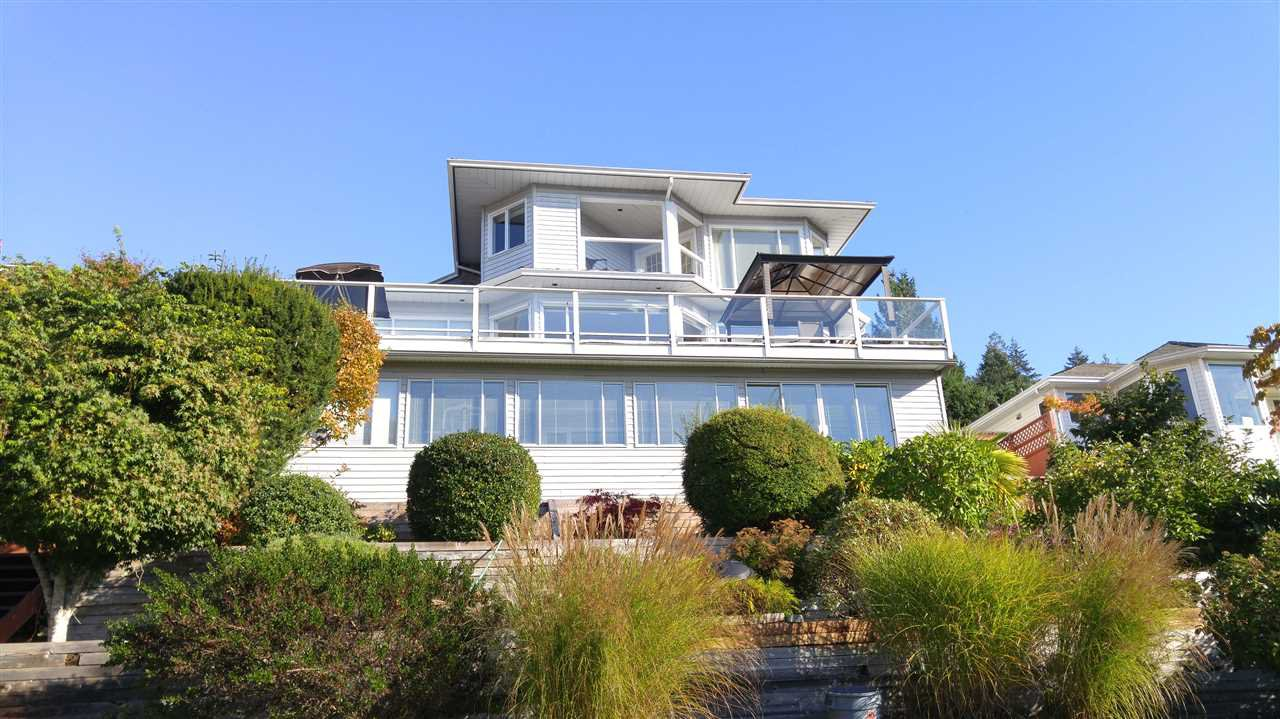 Main Photo: 5200 CHARTWELL Road in Sechelt: Sechelt District House for sale (Sunshine Coast)  : MLS®# R2510195