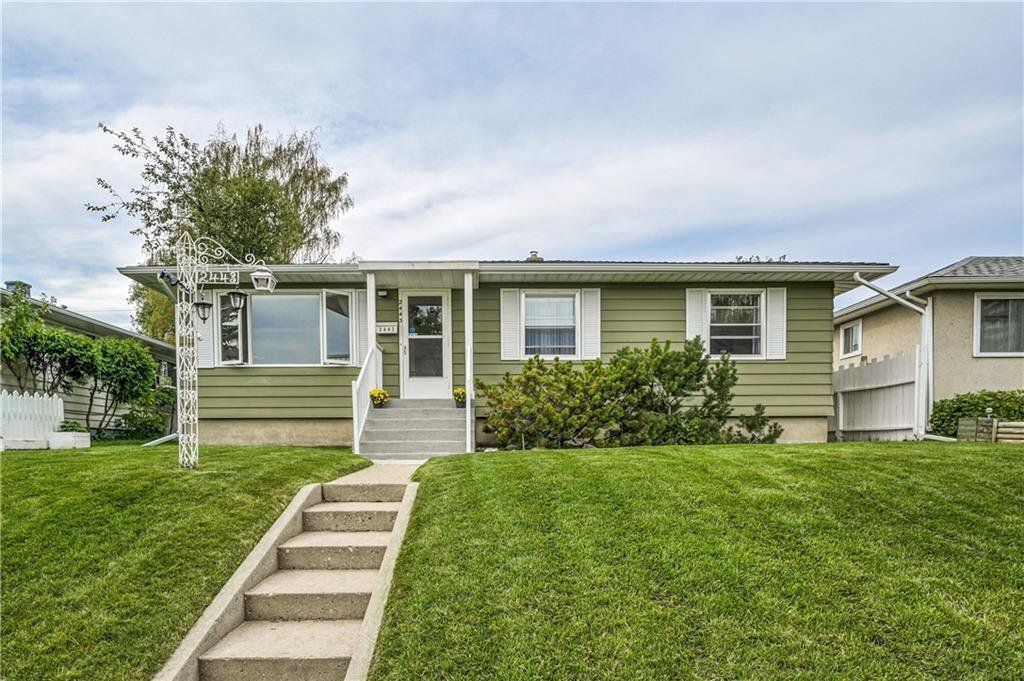 Photo 3: Photos: 2443 23 Street NW in Calgary: Banff Trail Detached for sale : MLS®# C4280626