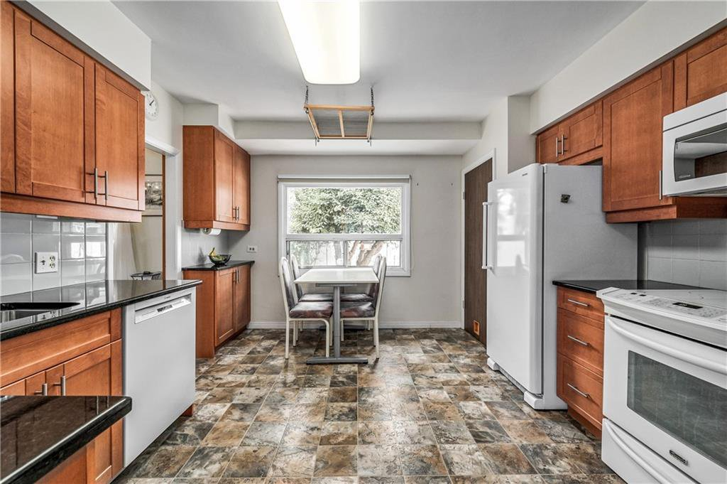 Photo 6: Photos: 2443 23 Street NW in Calgary: Banff Trail Detached for sale : MLS®# C4280626