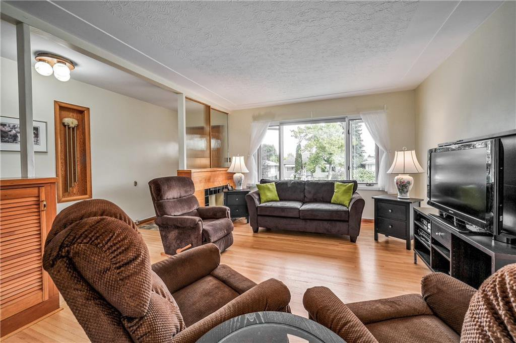 Photo 7: Photos: 2443 23 Street NW in Calgary: Banff Trail Detached for sale : MLS®# C4280626