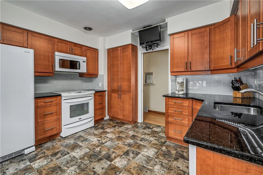 Photo 8: Photos: 2443 23 Street NW in Calgary: Banff Trail Detached for sale : MLS®# C4280626