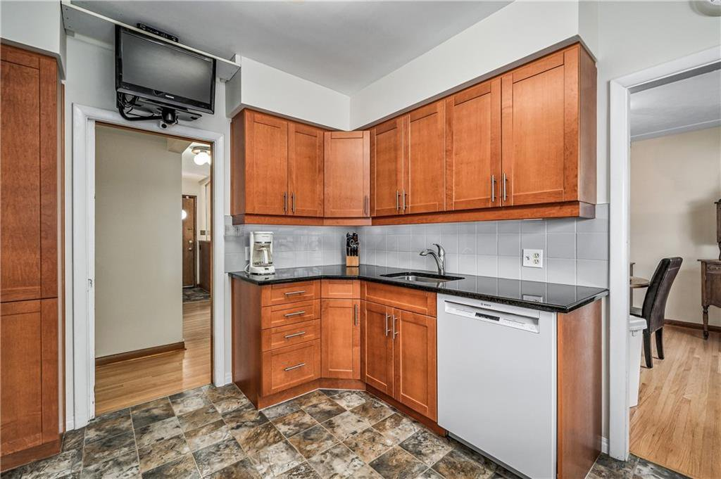 Photo 10: Photos: 2443 23 Street NW in Calgary: Banff Trail Detached for sale : MLS®# C4280626