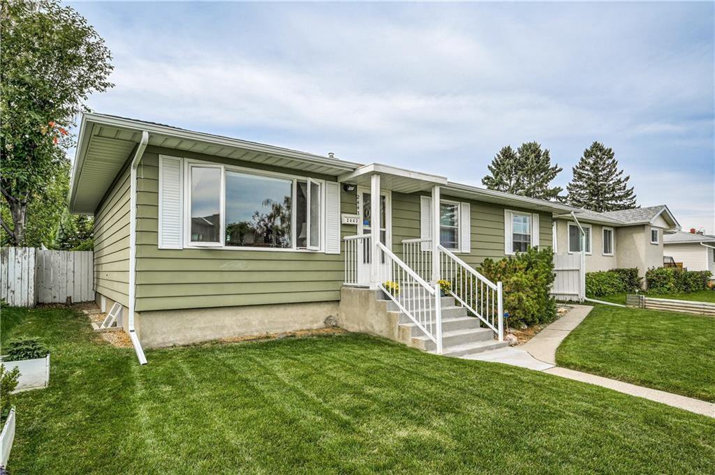 Photo 2: Photos: 2443 23 Street NW in Calgary: Banff Trail Detached for sale : MLS®# C4280626
