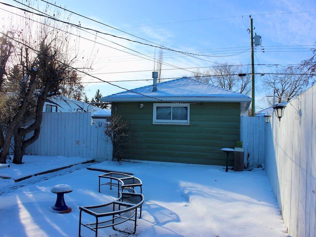 Photo 25: Photos: 2443 23 Street NW in Calgary: Banff Trail Detached for sale : MLS®# C4280626