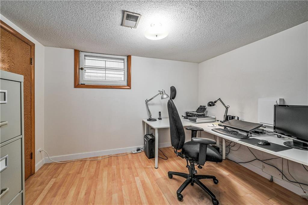 Photo 17: Photos: 2443 23 Street NW in Calgary: Banff Trail Detached for sale : MLS®# C4280626