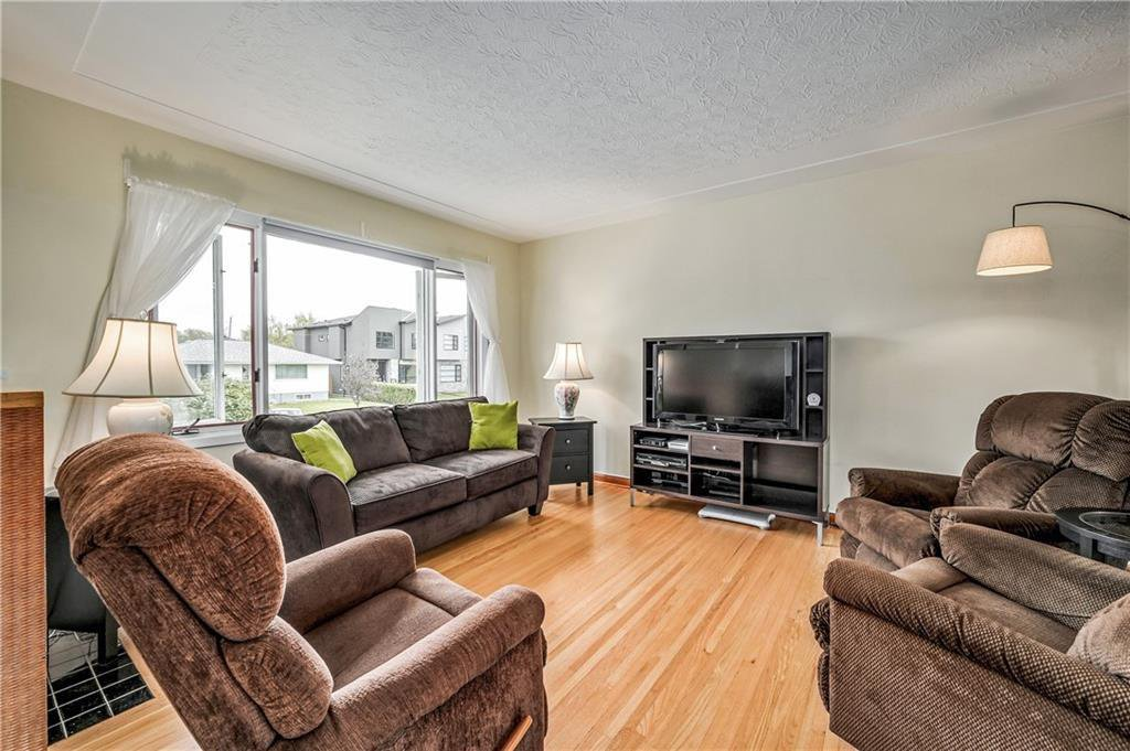 Photo 4: Photos: 2443 23 Street NW in Calgary: Banff Trail Detached for sale : MLS®# C4280626