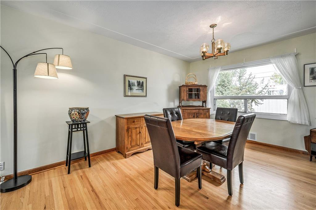 Photo 9: Photos: 2443 23 Street NW in Calgary: Banff Trail Detached for sale : MLS®# C4280626
