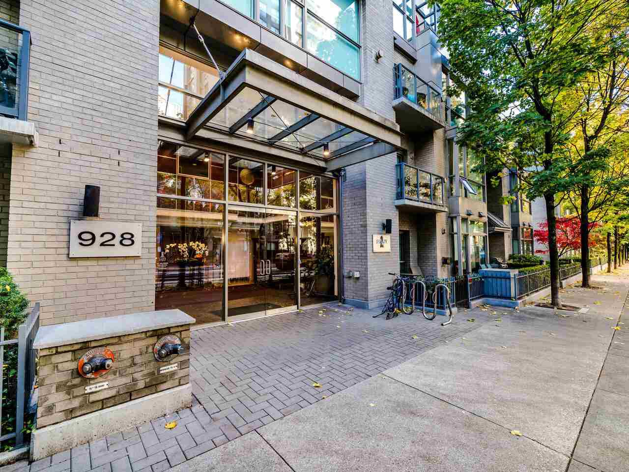 Main Photo: 2105 928 RICHARDS Street in Vancouver: Yaletown Condo for sale (Vancouver West)  : MLS®# R2515574