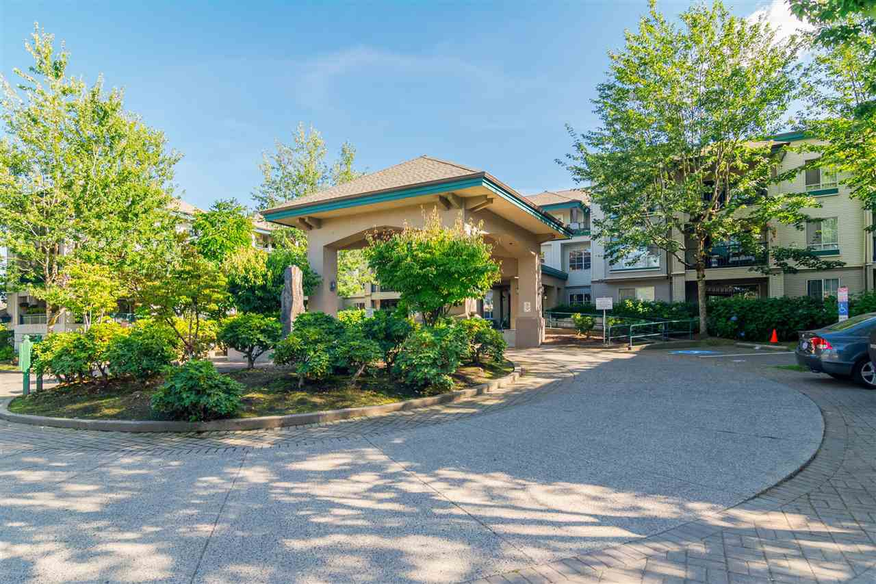 """Main Photo: 337 19528 FRASER Highway in Surrey: Cloverdale BC Condo for sale in """"The Fairmont"""" (Cloverdale)  : MLS®# R2520413"""