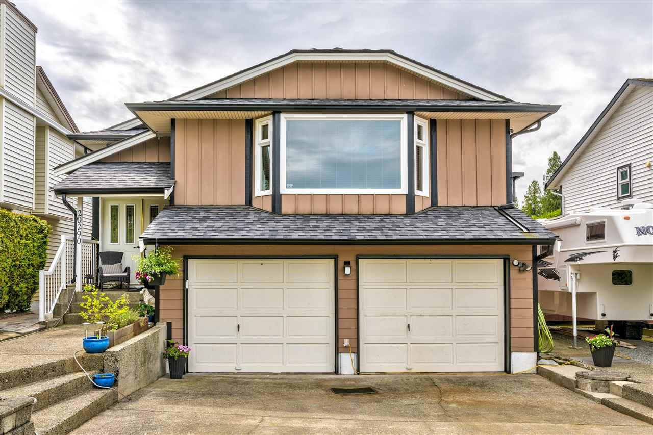 Main Photo: 20290 STANTON Avenue in Maple Ridge: Southwest Maple Ridge House for sale : MLS®# R2455980
