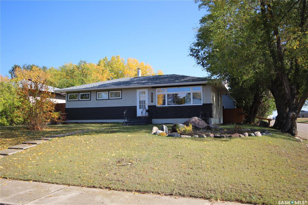 Main Photo: 502 104th Street in North Battleford: Riverview NB Residential for sale : MLS®# SK827438