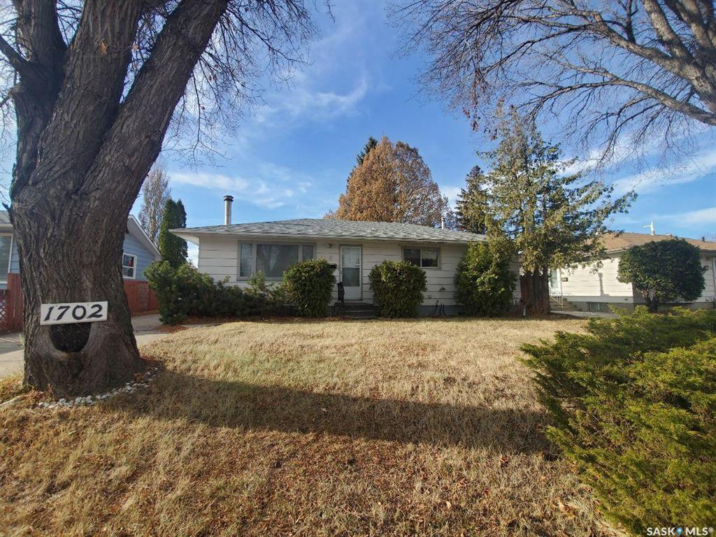 Main Photo: 1702 Preston Avenue South in Saskatoon: Holliston Residential for sale : MLS®# SK831644