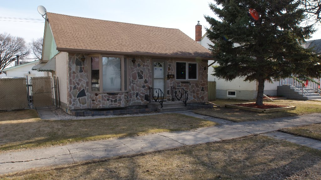 Main Photo: 1041 Redwood Avenue in Winnipeg: North End Residential for sale (North West Winnipeg)