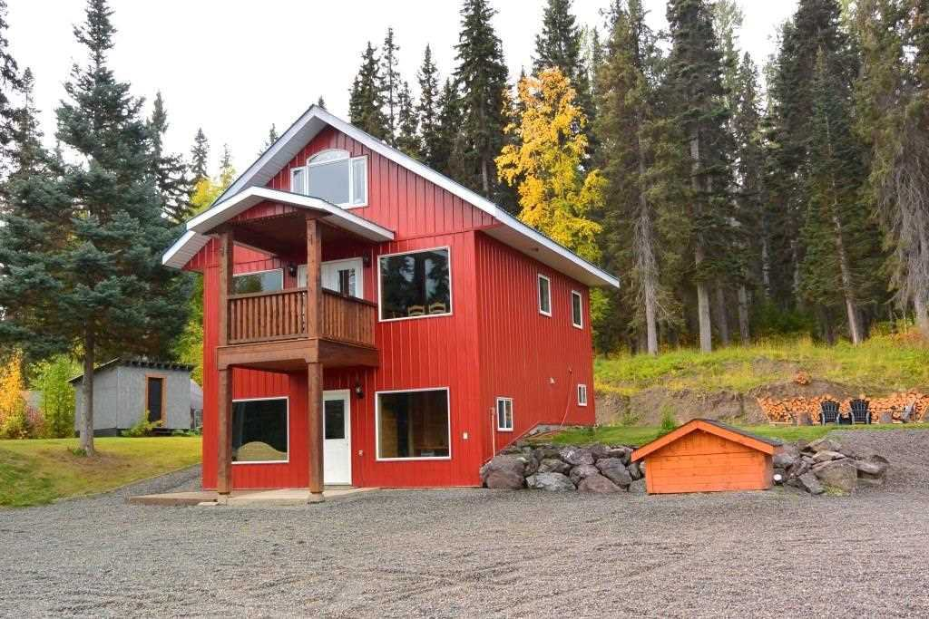 """Main Photo: 38685 FORESTRY POINT Road in Smithers: Smithers - Rural House for sale in """"Smithers Landing"""" (Smithers And Area (Zone 54))  : MLS®# R2408636"""