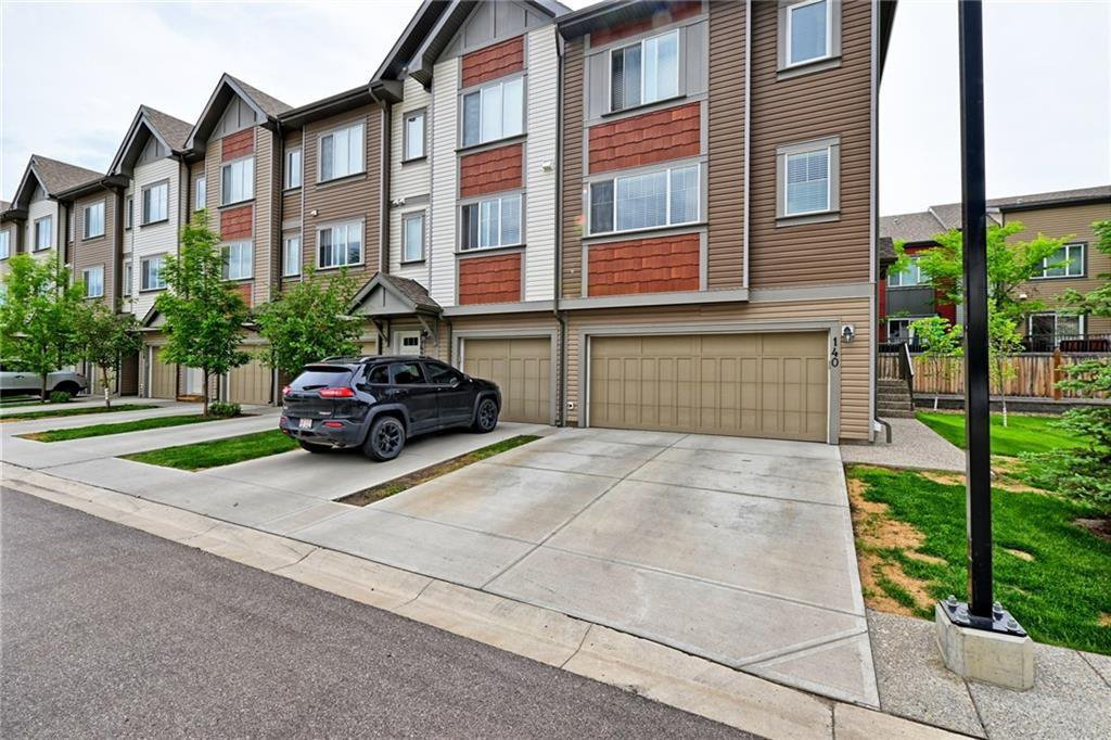 Main Photo: 140 COPPERPOND Villa SE in Calgary: Copperfield Row/Townhouse for sale : MLS®# C4303555