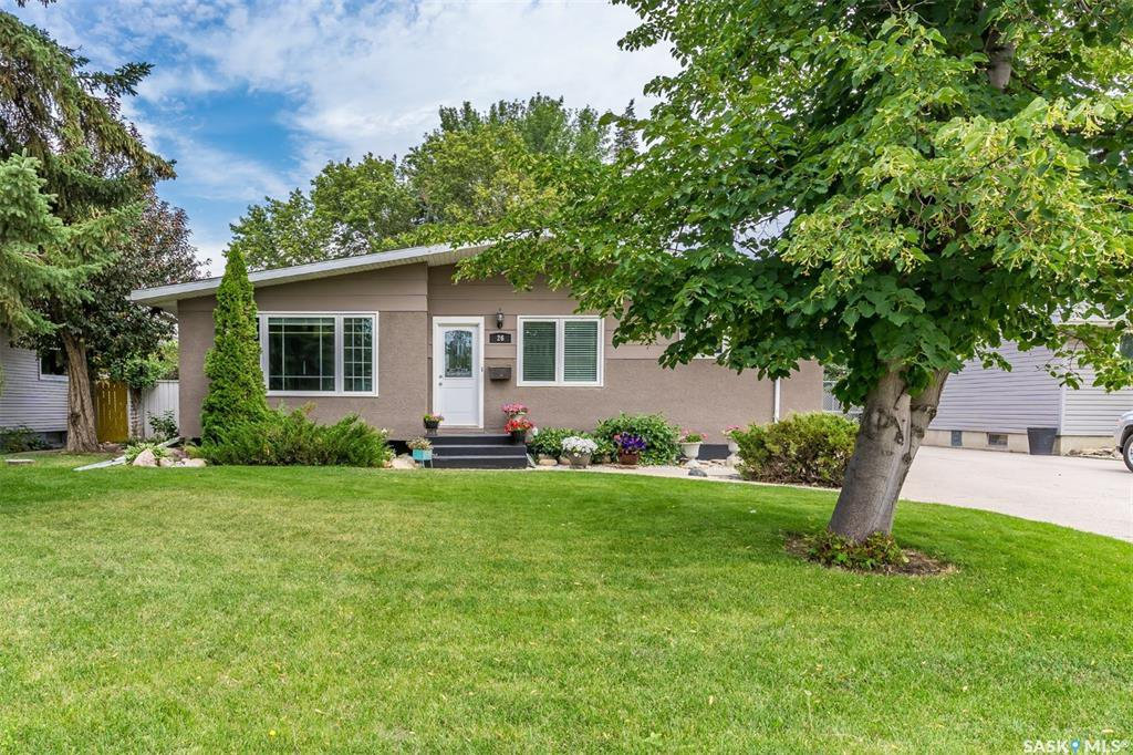 Main Photo: 26 Columbia Drive in Saskatoon: River Heights SA Residential for sale : MLS®# SK823644