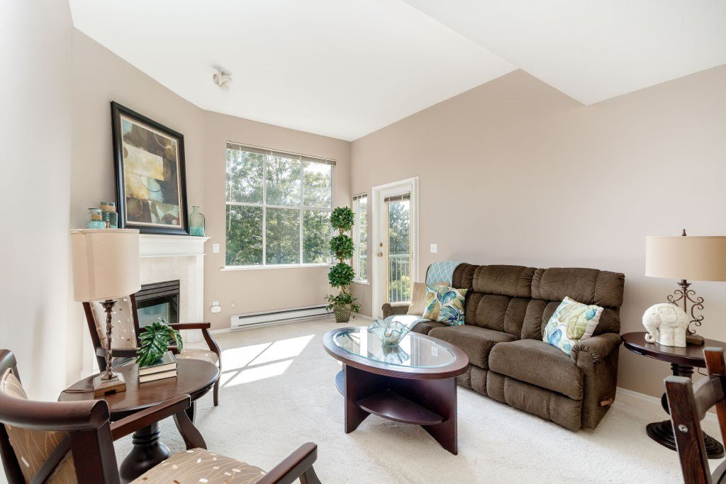 Main Photo: 305 5955 177B STREET in : Cloverdale BC Condo for sale : MLS®# R2400010