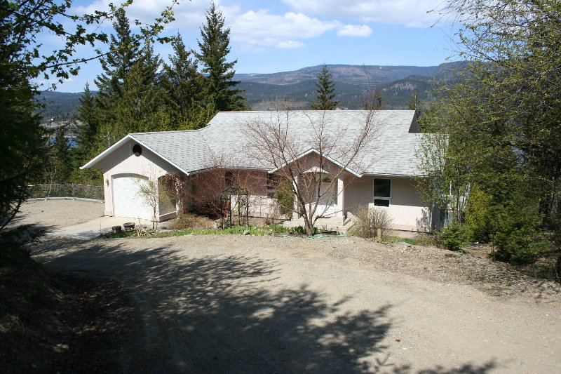 Main Photo: 611 Caouette Road in Sorrento: Residential Detached for sale : MLS®# 9213935