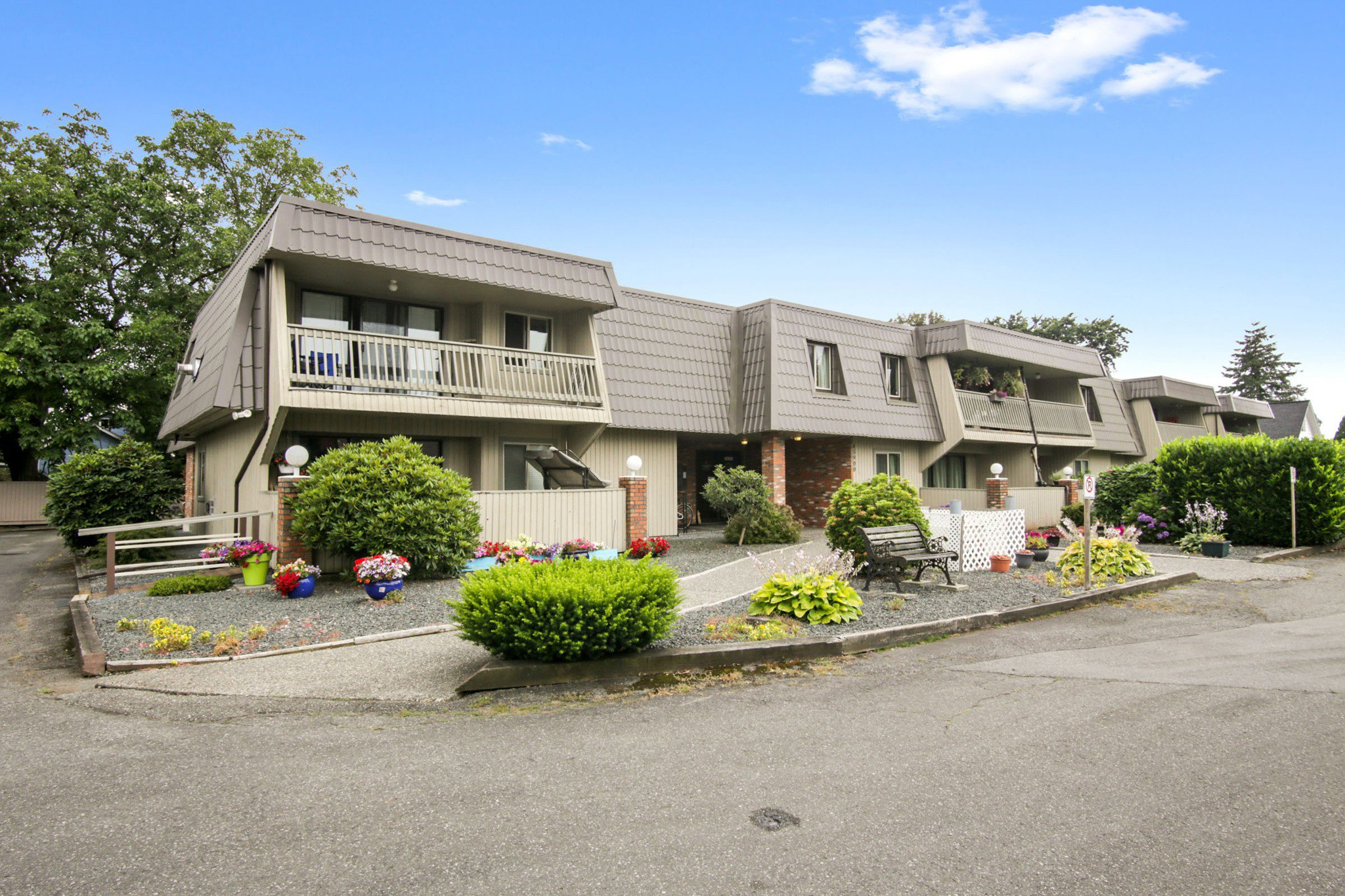 """Main Photo: 108 45900 LEWIS Avenue in Chilliwack: Chilliwack N Yale-Well Condo for sale in """"Lewis Square"""" : MLS®# R2480065"""