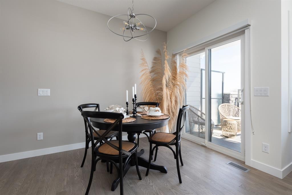 Photo 4: Photos: 192 Crestridge Common SW in Calgary: Crestmont Row/Townhouse for sale : MLS®# A1038362