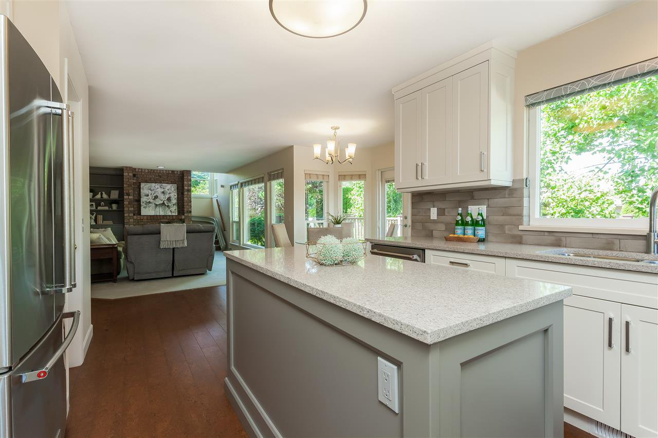 Photo 7: Photos: 6078 154A Street in Surrey: Sullivan Station House for sale : MLS®# R2393804