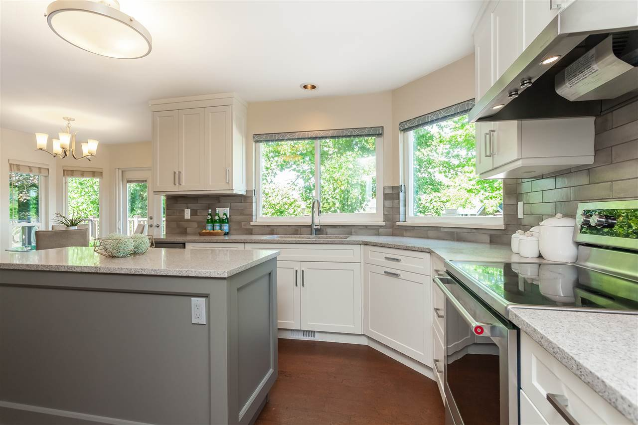 Photo 6: Photos: 6078 154A Street in Surrey: Sullivan Station House for sale : MLS®# R2393804