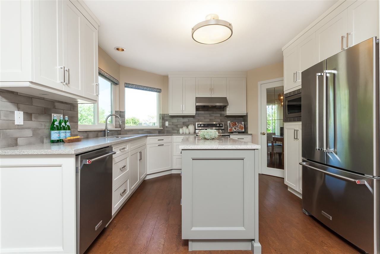 Photo 5: Photos: 6078 154A Street in Surrey: Sullivan Station House for sale : MLS®# R2393804
