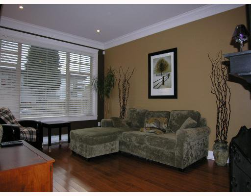 Photo 2: Photos: 255 E 13TH Avenue in Vancouver: Mount Pleasant VE Townhouse for sale (Vancouver East)  : MLS®# V685272