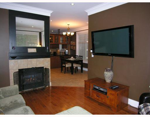 Photo 3: Photos: 255 E 13TH Avenue in Vancouver: Mount Pleasant VE Townhouse for sale (Vancouver East)  : MLS®# V685272
