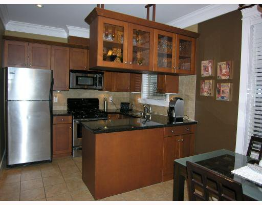 Photo 5: Photos: 255 E 13TH Avenue in Vancouver: Mount Pleasant VE Townhouse for sale (Vancouver East)  : MLS®# V685272