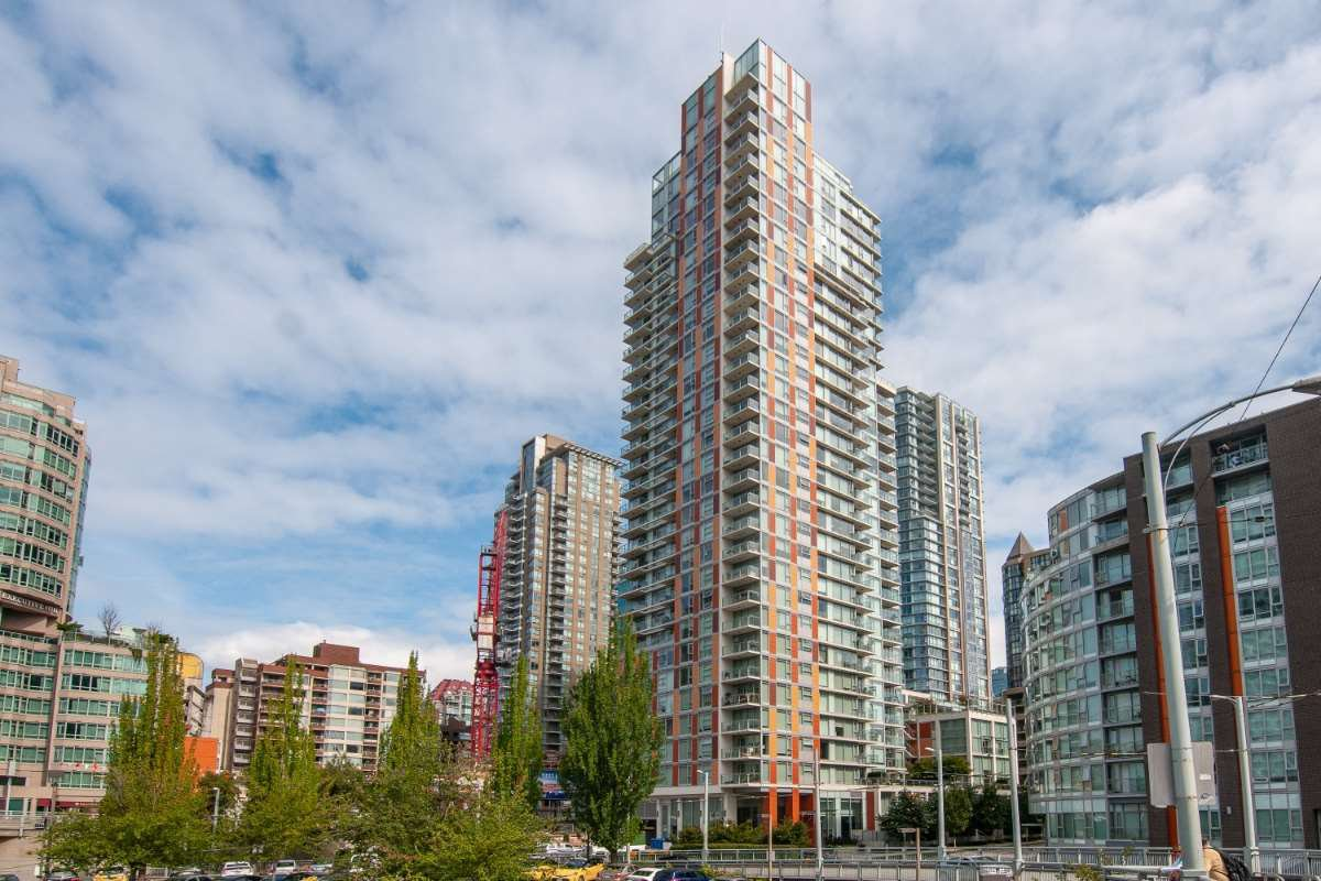 Main Photo: 2005 1351 CONTINENTAL Street in Vancouver: Downtown VW Condo for sale (Vancouver West)  : MLS®# R2419308