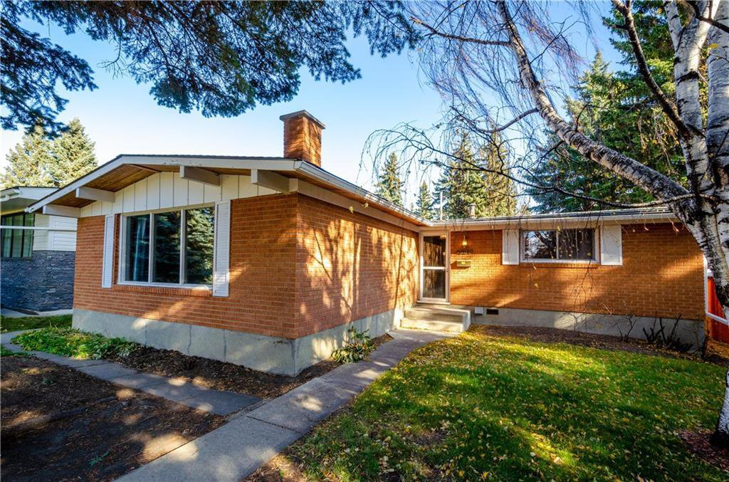 Main Photo: 4528 CLARET Street NW in Calgary: Charleswood Detached for sale : MLS®# C4280257