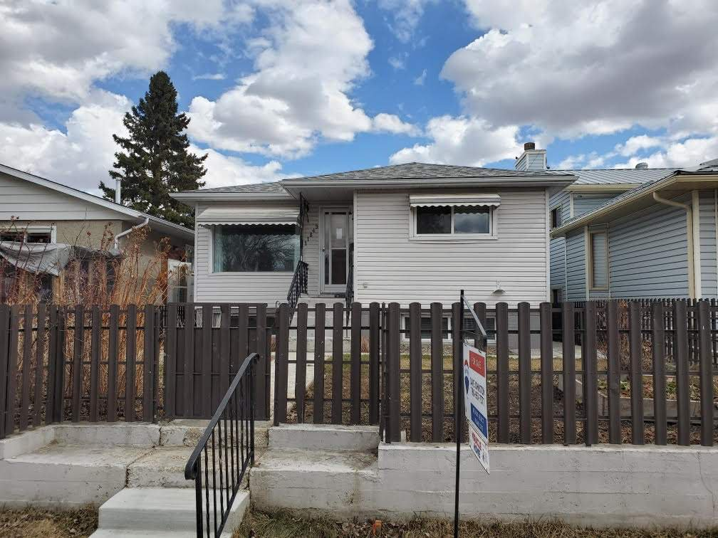 Main Photo: 11849 54 Street in Edmonton: Zone 06 House for sale : MLS®# E4195045