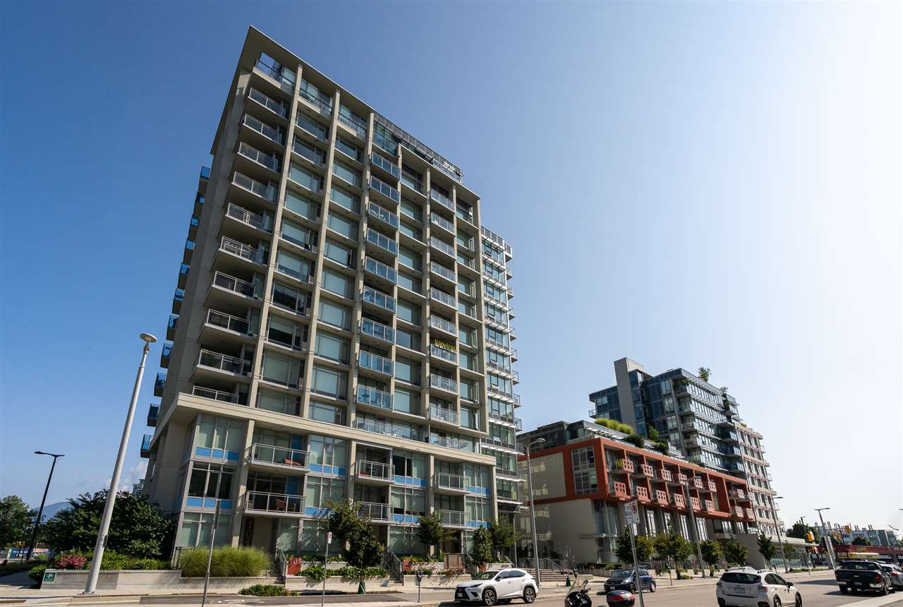 "Main Photo: 302 111 E 1ST Avenue in Vancouver: Mount Pleasant VE Condo for sale in ""Block 100"" (Vancouver East)  : MLS®# R2396257"