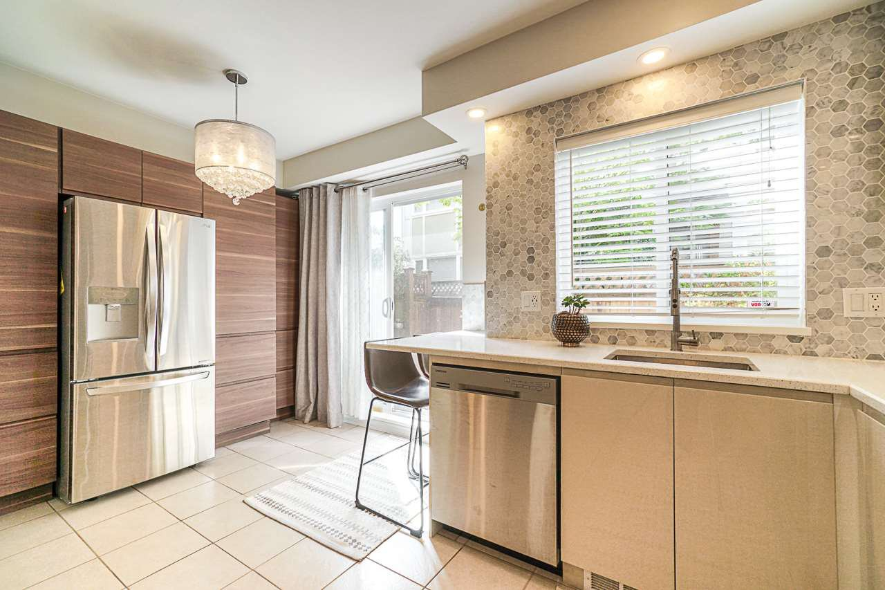 """Main Photo: 9 915 TOBRUCK Avenue in North Vancouver: Mosquito Creek Townhouse for sale in """"CLEARWATER"""" : MLS®# R2435624"""