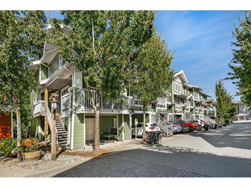 """Photo 1: Photos: 161 15168 36 Avenue in Surrey: Morgan Creek Townhouse for sale in """"SOLAY"""" (South Surrey White Rock)  : MLS®# R2495727"""