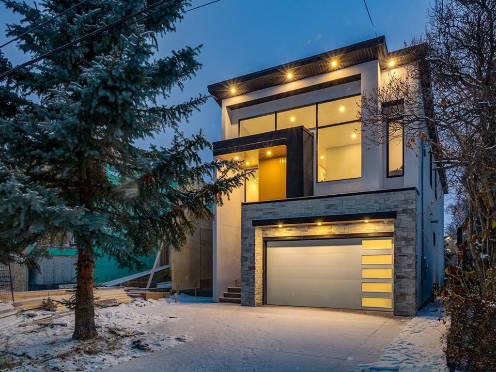 Main Photo: 448 30 Avenue NE in Calgary: Winston Heights/Mountview Detached for sale : MLS®# A1043755