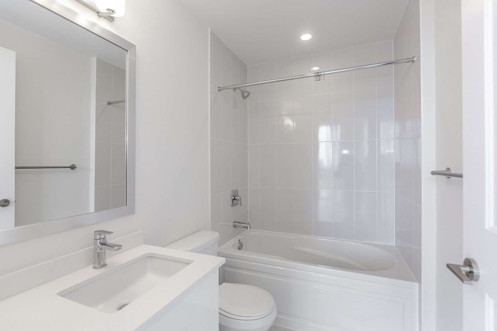 Photo 15: Photos: 1204 5025 Four Springs Avenue in Mississauga: Hurontario Condo for lease : MLS®# W4582092