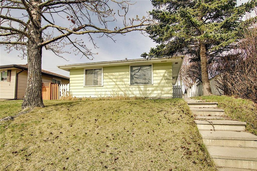 Photo 1: Photos: 8051 HUNTINGTON Street NE in Calgary: Huntington Hills Detached for sale : MLS®# C4294626