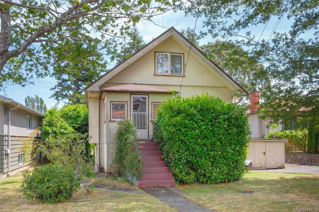Main Photo: 3143 Irma St in Victoria: Vi Burnside Single Family Detached for sale : MLS®# 844271