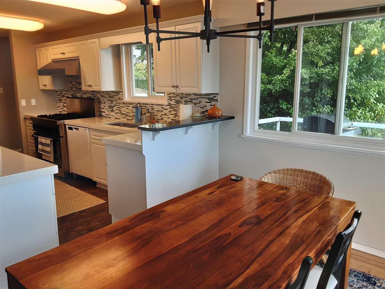 Photo 10: Photos: 15291 COLUMBIA Avenue: White Rock House for sale (South Surrey White Rock)  : MLS®# R2492863