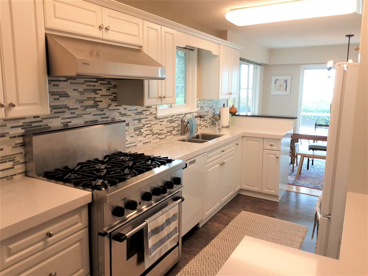 Photo 6: Photos: 15291 COLUMBIA Avenue: White Rock House for sale (South Surrey White Rock)  : MLS®# R2492863