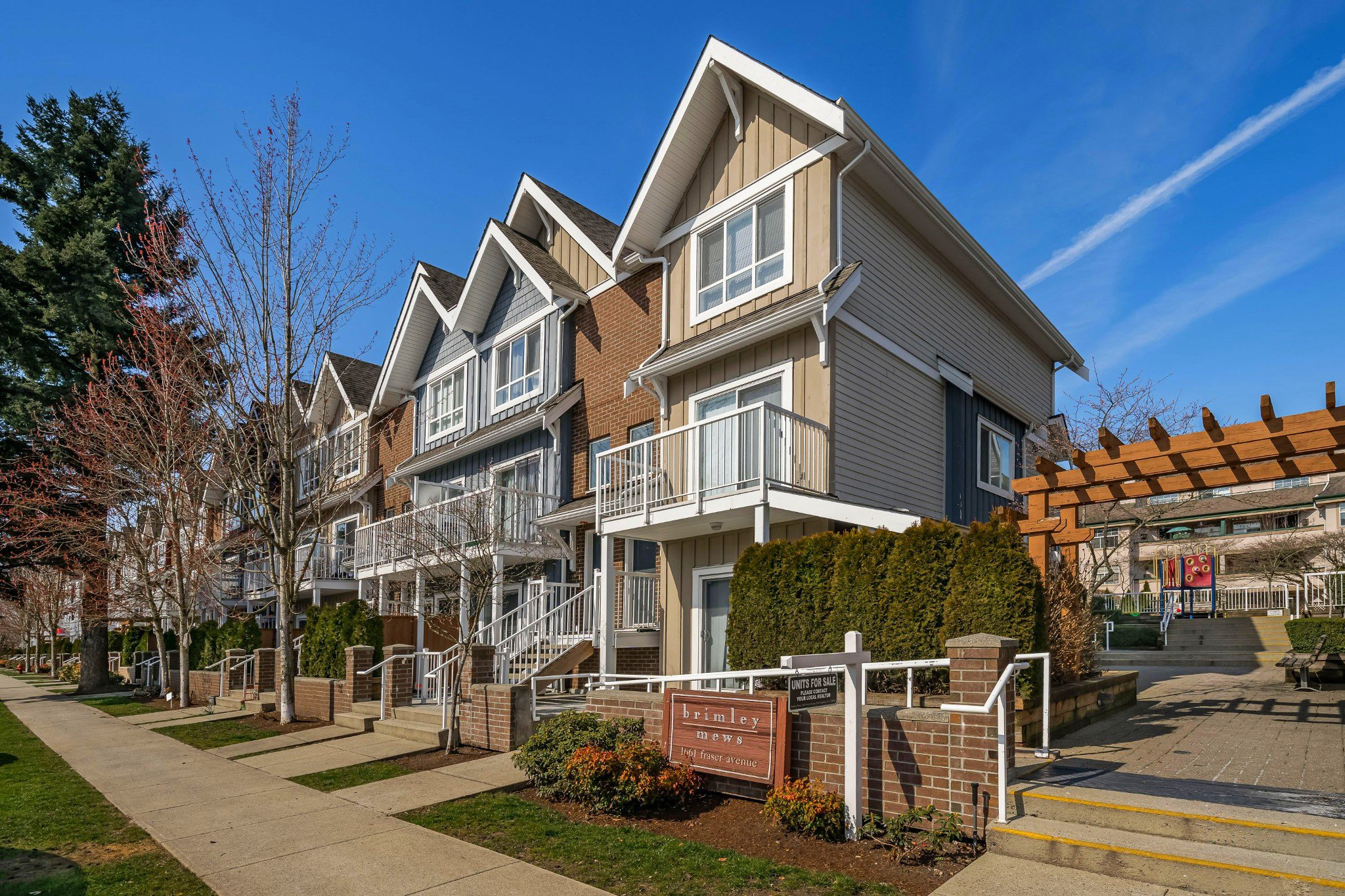 "Main Photo: 506 1661 FRASER Avenue in Port Coquitlam: Glenwood PQ Townhouse for sale in ""Brimley Mews"" : MLS®# R2446911"