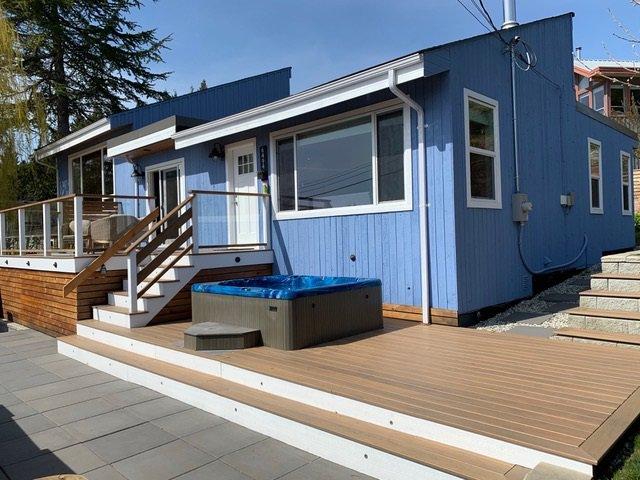 Main Photo: 6494 LYNNWOOD Court in Sechelt: Sechelt District House for sale (Sunshine Coast)  : MLS®# R2449908