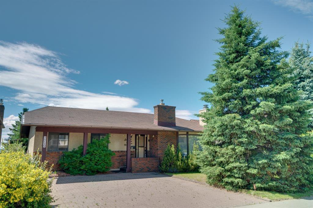 Main Photo: 7719 67 Avenue NW in Calgary: Silver Springs Detached for sale : MLS®# A1013847